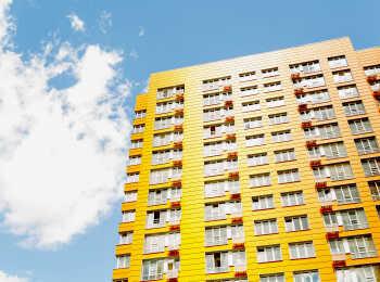 Яркие фасады зданий